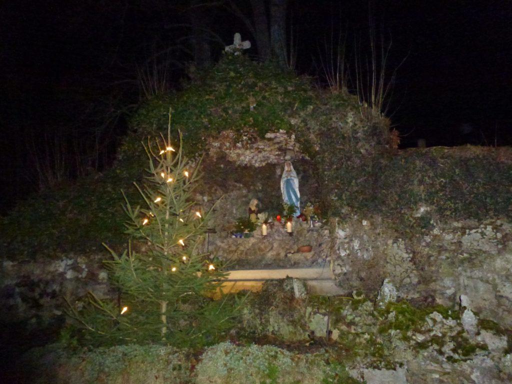 Lourdes Grotte in Aufhausen (1)-min