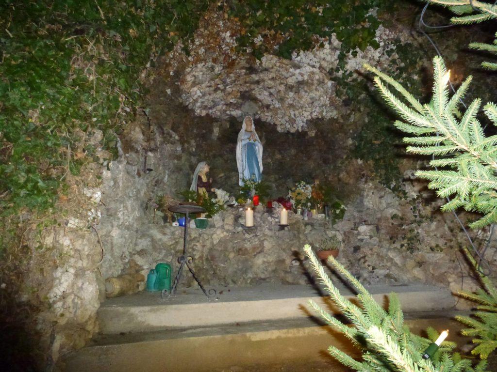 Lourdes Grotte in Aufhausen (2)-min